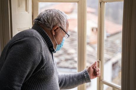 Adultos mayores de 75 años o más podrán salir a caminar una hora - Diario  Chañarcillo